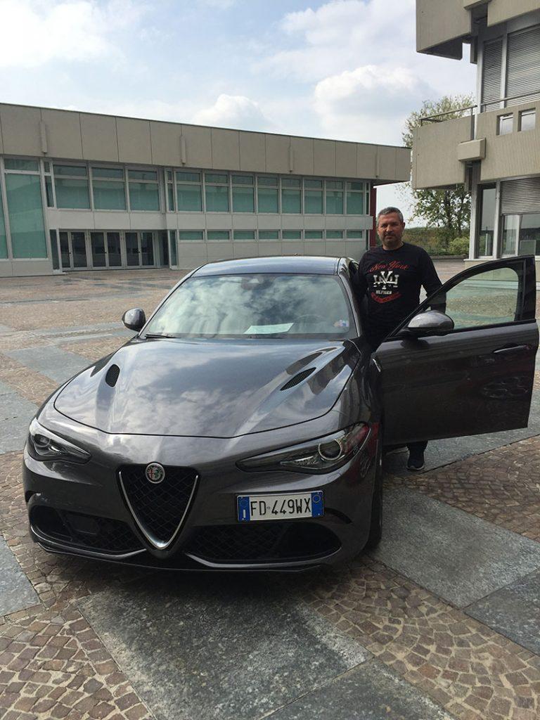 Alfa Romeo Gulia'yı Ferrari motoru olarak da bilinen 5.9 lt 510 hp ile kullandık.