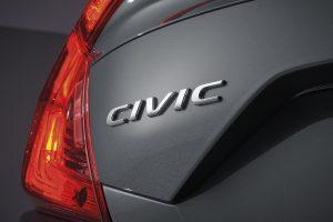 Otomobilin C formundaki arka farları da ilk bakışta göze çarpıyor