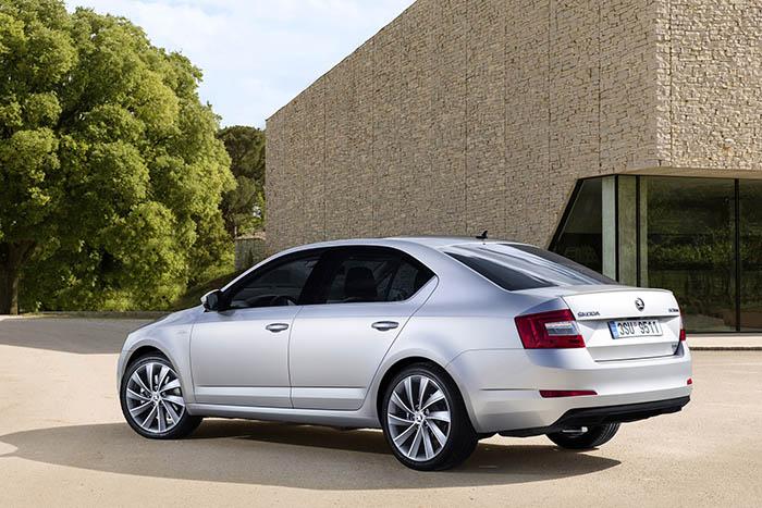 Skoda Octavia'daki 1.0 litre benzinli motor 115 hp güç, 200 nm tork değerlerine sahip.