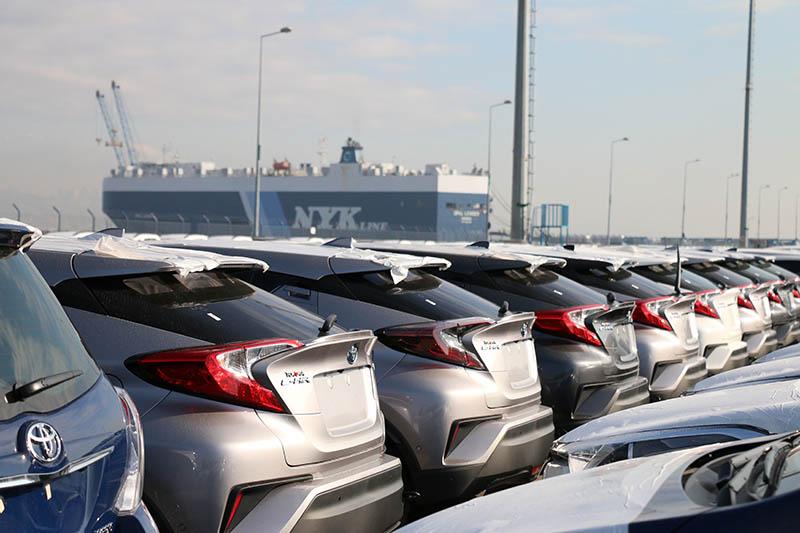 Yeni modeller ihracat için limanda sıralarını bekliyor.