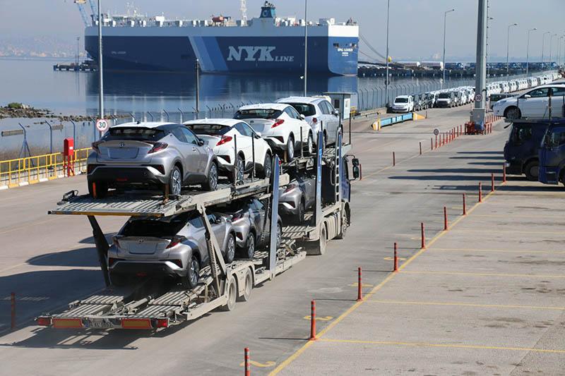 Yeni Toyota C-HR'ler gemiye yükleniyor