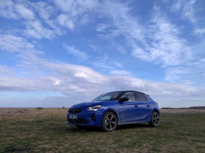 Opel Corsa mavi
