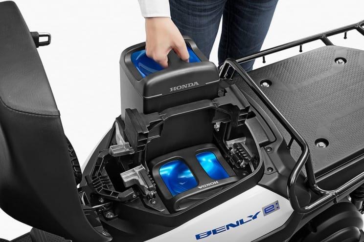 Elektrikli motosiklet değiştirilebilir pili