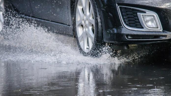 ıslak zeminde yol tutuşu